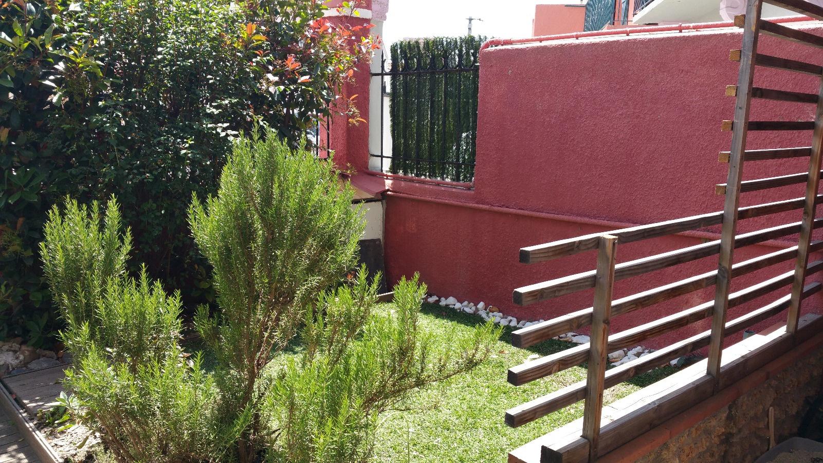 vente a vendre belle maison deux faces avec jardin et place de parking. Black Bedroom Furniture Sets. Home Design Ideas