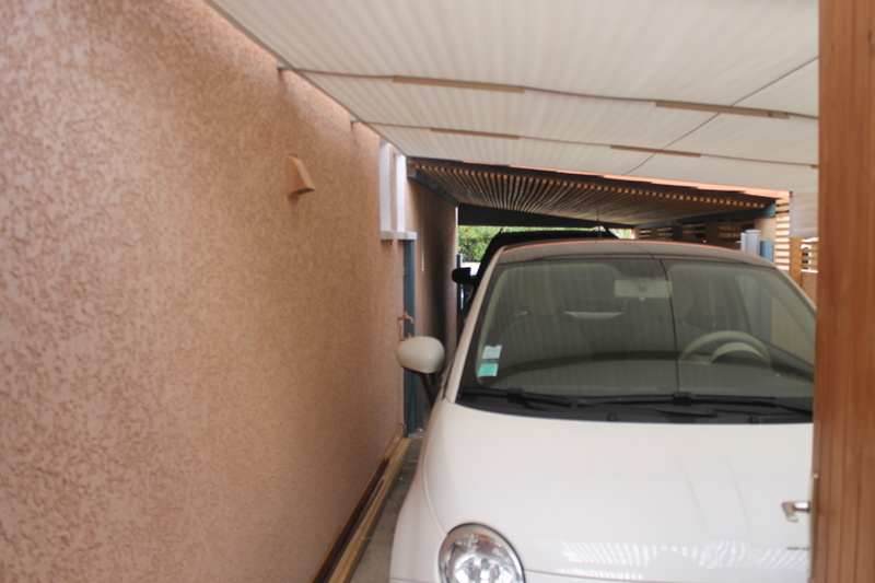 Emplacement trois voitures en stationnement intérieur
