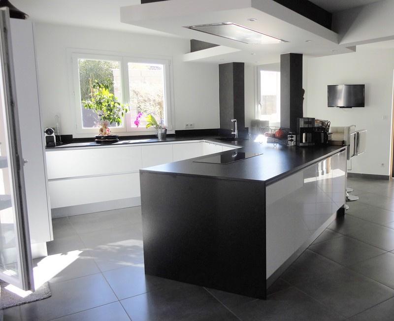 Cuisine neuve de chez ( pure cuisine ),pierre granite noir